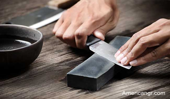 How-to-sharpen-knife-with-stone